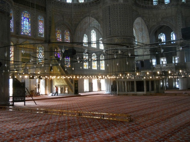 Turism Cultural - Turcia Istanbul Moscheea Albastra minbar