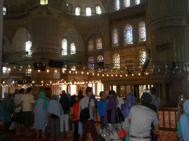 Turism Cultural - Turcia Istanbul Moscheea Albastra zona rezervata barbatilor