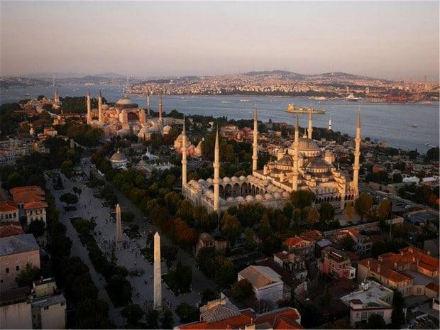 Turism Cultural - Istanbul Hipodrom Moscheea Albastra Sfanta Sofia Palatul Topkapi