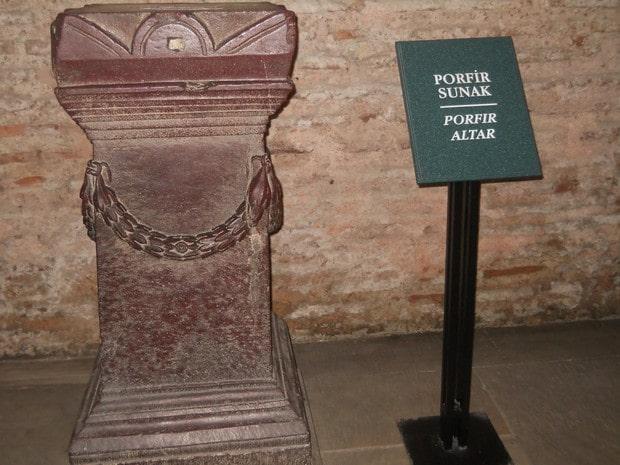Turism Cultural - Istanbul Sfanta Sofia altar porfir