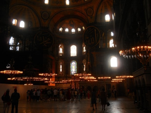 Turism Cultural - Istanbul Sfanta Sofia candelabre