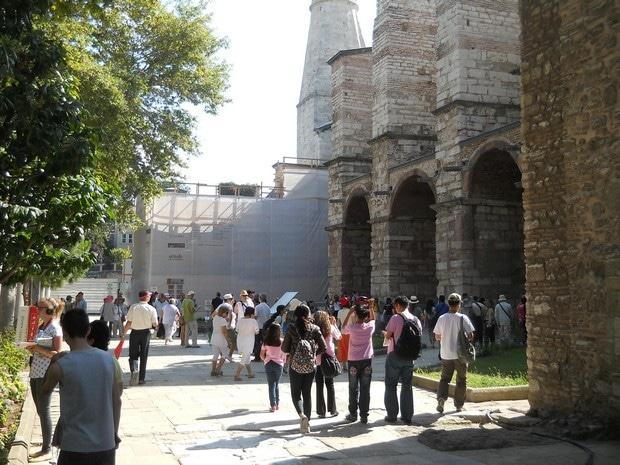 Turism Cultural - Istanbul Sfanta Sofia intrarea