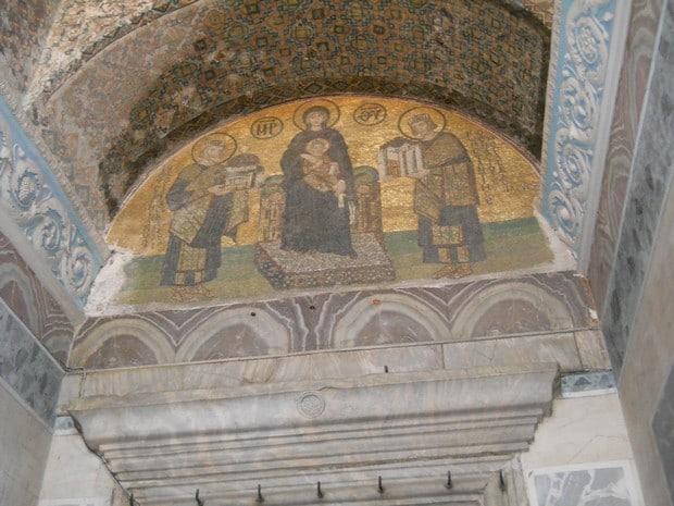 Turism Cultural - Istanbul Sfanta Sofia mozaic Fecioara Maria si imparatii Constantin (dreapta) si Iustinian (stanga)