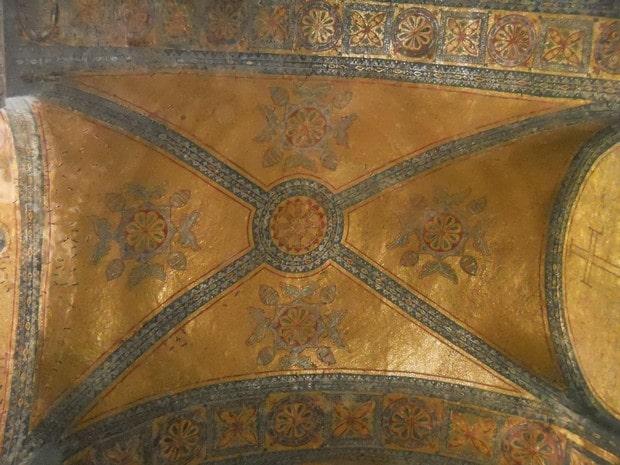 Turism Cultural - Istanbul Sfanta Sofia tavan aurit