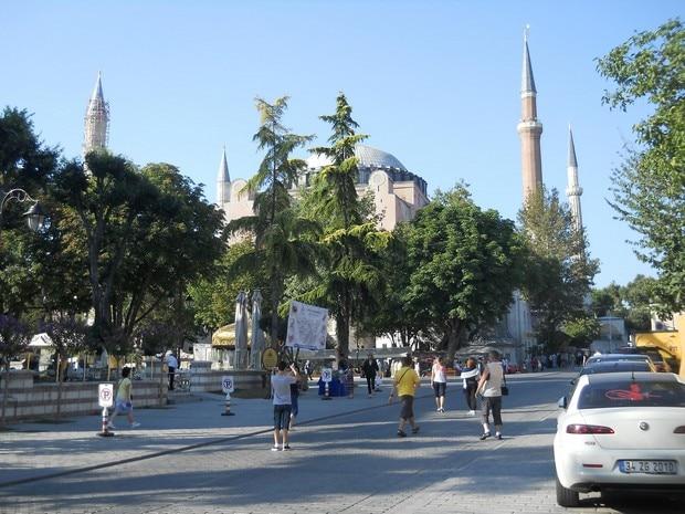 Turism Cultural - Istanbul Sfanta Sofia turisti romani