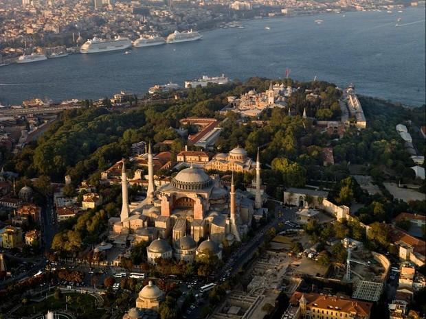 Turism Cultural - Istanbul Sfanta Sofia vedere aeriana