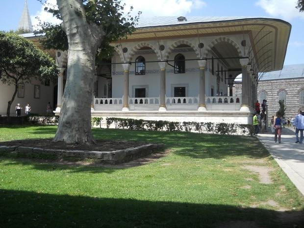 Turism Cultural - Turcia Istanbul Palatul Topkapi camera audiente