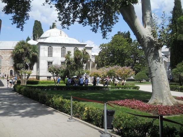 Turism Cultural - Turcia Istanbul Palatul Topkapi curtea numarul trei