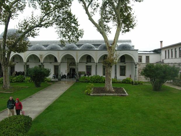 Turism Cultural - Turcia Istanbul Palatul Topkapi dormitorul fortei expeditionare
