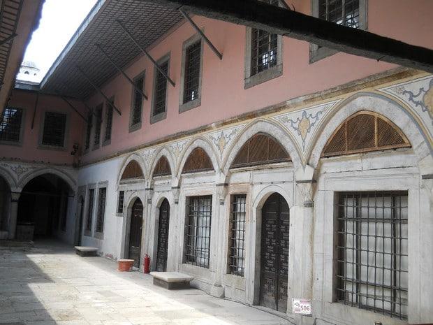 Turism Cultural - Istanbul harem curte interioara