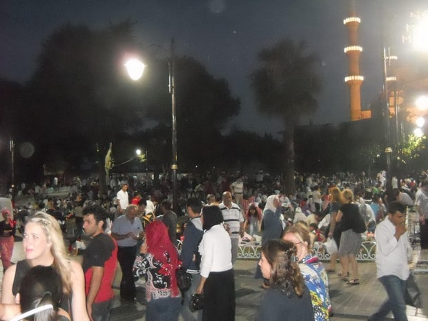 Turism Cultural - Istanbul musulmani ramadan Piata Sultanahmet