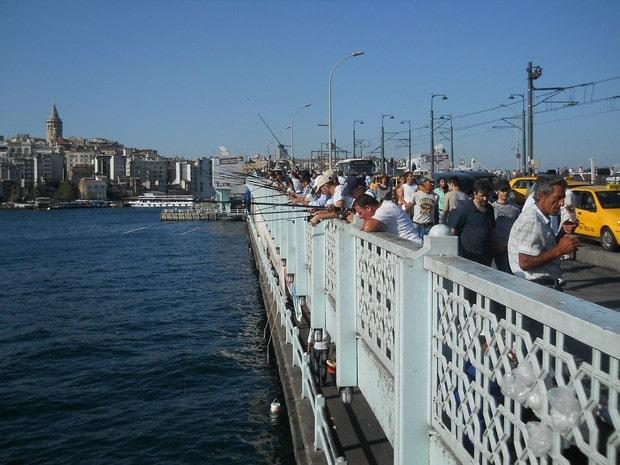Turism Cultural - Istanbul Podul Galata pescari