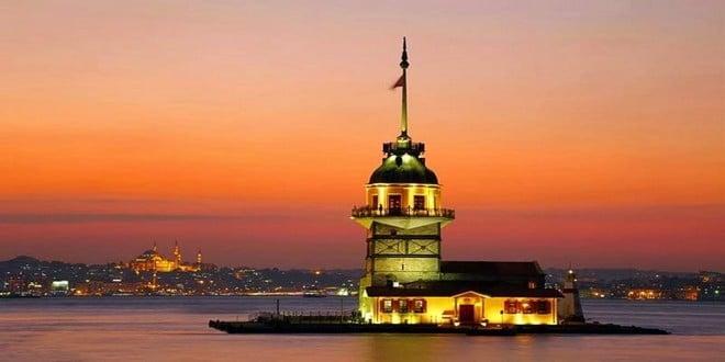 Turism Cultural - Istanbul Castelul Fecioarei noaptea