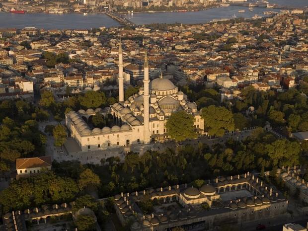 Turism Cultural - Istanbul Moscheea Fatih - vedere aeriana