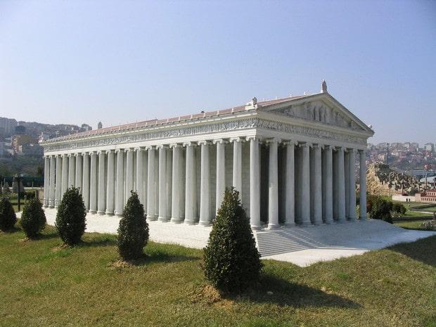 Turism Cultural - Istanbul Parcul Miniaturk - templul Artemisei din Efes